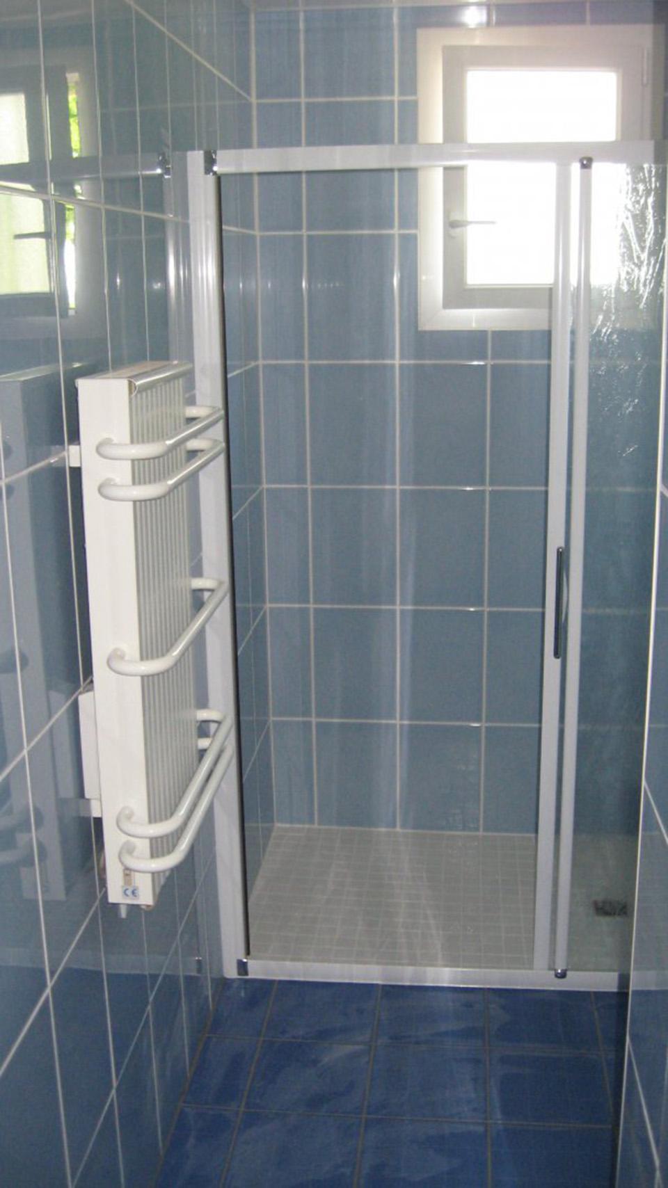 Amenagement installation creation de salle de bains et for Cabinet de salle de bain